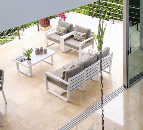 Sala-porto-blanco-sofa-tres-puestos-1